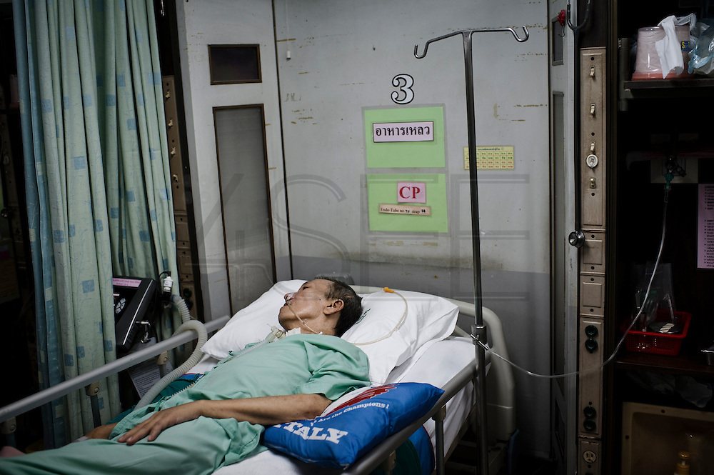 Kim in his bed at Mahesak Hospital, Bangkok. On October 20, 2011, more than 17 months after the shooting, Kim needed surgery again. At this point he frequently had cramps in his body, along with severe pain in the shoulder and neck area. As the muscles in his back had atrophied drastically, he could not move his body like before. The doctor discovered that the cause of the pain was one of his neck vertebrae putting pressure on nearby nerves. After surgery Kim returned home, but it was not long before he developed respiratory problems and was taken to the hospital yet again. On November 9, 2011 he was placed on a ventilator in the intensive care unit because of his breathing difficulties. At this point Kim could neither move nor talk; he had nothing to communicate with but his eyes and a mouth with no words.