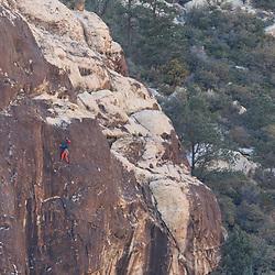 Climbnig Aikido Gun Boy, 5.11+/5.12a in Willow Springs, Red Rock Canyon, Las Vegas