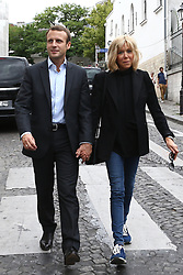 Former Economy Minister Emmanuel Macron and his wife Brigitte Trogneux play tourist in the Montmartre borough of Paris, France, Sunday September 4, 2016. After a lunch at La Cave Des Abesses wine bar, the pair took a walk like ordinary tourists, greeting passers-by. Photo by ABACAPRESS.COM    561552_028 Paris Traductionn France