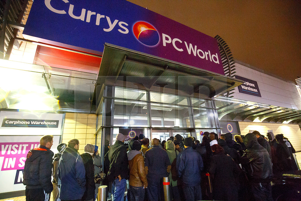 © Licensed to London News Pictures. 26/11/2015. London, UK. Black Friday shoppers queueing outside a Currys PC World store in Tottenham Hale, north London on Friday, 27 November 2015. Photo credit: Tolga Akmen/LNP