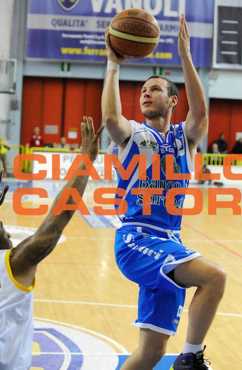 DESCRIZIONE : Cremona Lega A 2012-13 Vanoli Cremona Banco di Sardegna Sassari<br /> GIOCATORE : Mauro Pinton<br /> SQUADRA : Banco di Sardegna Sassari<br /> EVENTO : Campionato Lega A 2012-2013<br /> GARA :  Vanoli Cremona Banco di Sardegna Sassari<br /> DATA : 24/03/2013<br /> CATEGORIA : Tiro <br /> SPORT : Pallacanestro<br /> AUTORE : Agenzia Ciamillo-Castoria/A.Giberti<br /> Galleria : Lega Basket A 2012-2013<br /> Fotonotizia : Cremona Lega A 2012-13 Vanoli Cremona Banco di Sardegna Sassari<br /> Predefinita :