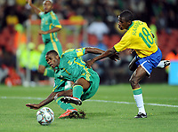 Fotball , 25. juni 2009 , Brazil - Sør-Afrika<br /> <br /> v.l. Aaron Mokoena, Ramires (Brasilien)<br />  Confederations Cup 2009<br /> <br /> Norway only