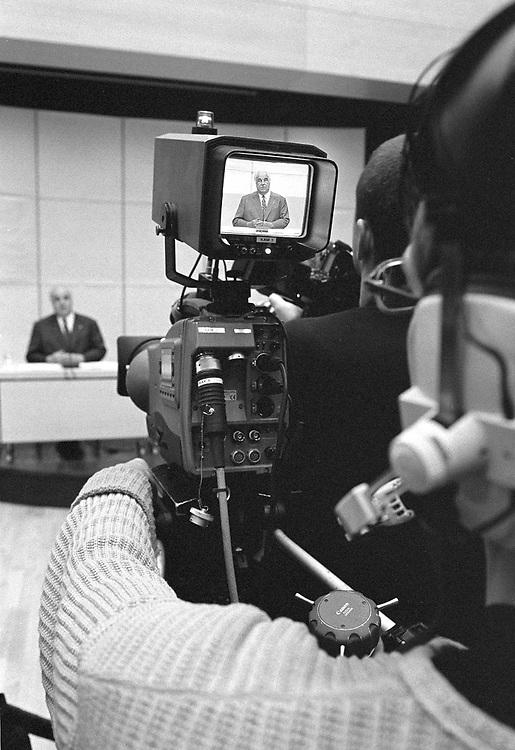 copyright by  CHRISTIAN JUNGEBLODT<br />CDU Spendenskandal / Pressekonferenz<br />Dr. Helmut Kohl , Konrad-Adenauer-Stiftung<br />Hellmut Kohl rechtfertigt sich und erkl&auml;rt der Presse<br /> seine neue Spendensammlung...<br />Berlin 09.03.2000