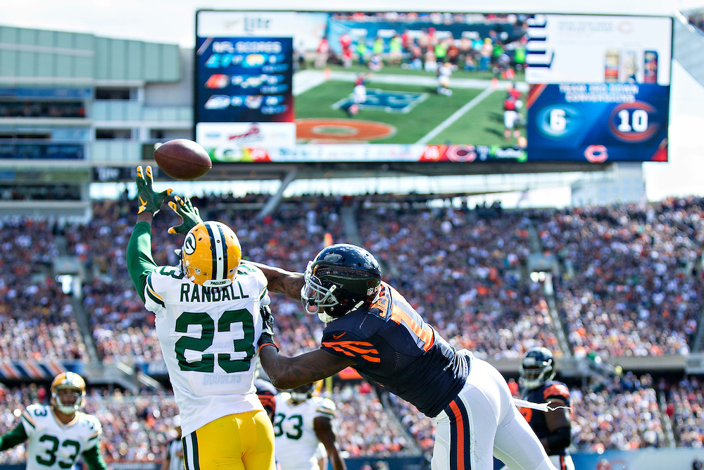 CHICAGO, IL - SEPTEMBER 13:  Damarious Randall #23 of the Green Bay Packers breaks up a pass in the end zone thrown to Alshon Jeffery #17 of the Chicago Bears at Soldier Field on September 13, 2015 in Chicago, Illinois.  The Packers defeated the Bears 31-23.  (Photo by Wesley Hitt/Getty Images) *** Local Caption *** Damarious Randall; Alshon Jeffery