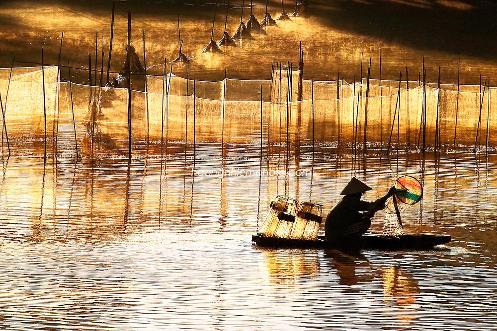 Vietnam Images-people-landscape-Fine art. hoàng thế nhiệm