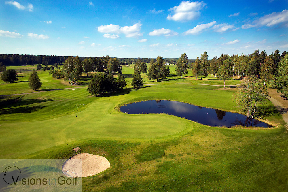 040905 Karlstad Sweden The 2nd green par 3 at Karlstad   GC blue course Sweden<br />  <br /> Photo Visions In Golf/Christer Hoglund