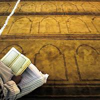 TP01393 / Priere du vendredi a la Grande Mosquee de Geneve au Petit-Saconnex.<br /> Geneve, le Novembre 2003.<br /> &copy;Thierry Parel/Rezo