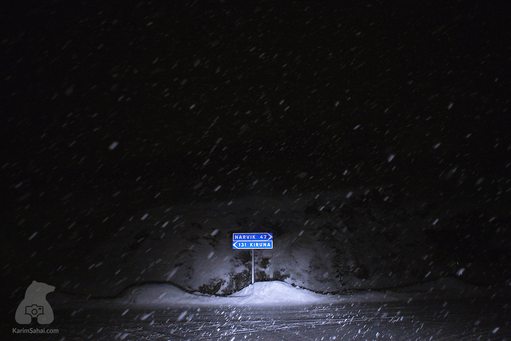 Road signs indicate the distances to the cities of Narvik (Norway) and Kiruna (Sweden).