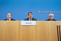 """15 MAY 2012, BERLIN/GERMANY:<br /> Peer Steinbrueck (L), SPD, Bundesminister a.D., Sigmar Gabriel (M), SPD Parteivorsitzender, Frank-Walter Steinmeier (R), SPD Fraktionsvorsitzender, Pressekonferenz zum Thema """" Der Weg aus der Krise – Wachstum und Beschäftigung in Europa"""", Bundespressekonferenz<br /> IMAGE: 20120515-01-045<br /> KEYWORDS: Peer Steinbrück"""