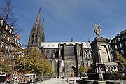 Frankrijk, Clermont-Ferrand, 20-9-2008Zicht op de oude stad met de kathedraal,dom. Op de achtergrond de Puy de dome. View of the old city with the cathedralFoto: Flip Franssen/Hollandse Hoogte