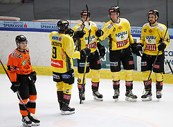 17.01.2020, Merkur Eisstadion, Graz, AUT, EBEL, Moser Medical Graz 99ers vs Vienna Capitals, 41. Runde, im Bild von links Kalle Johansson (Moser Medical Graz 99ers), Ali Wukovits (Vienna Capitals), Mike Zalewski (Vienna Capitals), Ty Loney (Vienna Capitals) und Alex Wall (Vienna Capitals) // from l to r Kalle Johansson (Moser Medical Graz 99ers) Ali Wukovits (Vienna Capitals) Mike Zalewski (Vienna Capitals) Ty Loney (Vienna Capitals) and Alex Wall (Vienna Capitals) during the Erste Bank Eishockey League 41th round match between Moser Medical Graz 99ers and Vienna Capitals at the Merkur Eisstadion in Graz, Austria on 2020/01/17. EXPA Pictures © 2020, PhotoCredit: EXPA/ Erwin Scheriau