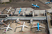 Nederland, Noord-Holland, Haarlemmermeer, 01-08-2016; Schiphol Amsterdam Airport, stationsgebouw met E-pier en vleigtuigen aan de gates.<br /> Schiphol Airport, terminal building with planes parked at the gates.<br /> luchtfoto (toeslag op standaard tarieven);<br /> aerial photo (additional fee required);<br /> copyright foto/photo Siebe Swart