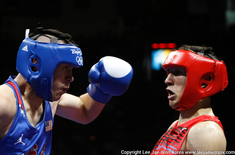 Boris Georgiev (R) of Bulgaria fights Javier Molina of the U.S. during their men's light welterweight (64kg) Round of 32 boxing match at the Beijing 2008 Olympic Games August 10, 2008. /Lee Jae-Won