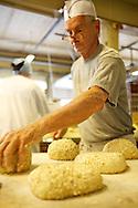 Markku Halivuori on leiponut Samsaran - alussa Kuusian Leivän - leipää Petikossa jo 1993 lähtien.
