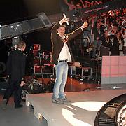 NLD/Hilversum/20070302 - 8e Live uitzending SBS Sterrendansen op het IJs 2007, publieksopwarmer Ed Eichhorn