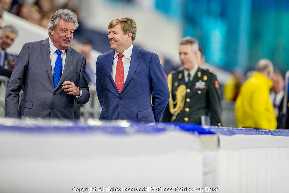 Koning Willem-Alexander tijdens de officiele opening van het vernieuwde Thialf ijsstadion. //// King Willem-Alexander during the official opening of the renovated Thialf Ice Stadium.<br /> <br /> OP de foto / On the photo:   De openingshandeling door Koning Willem-Alexander/// The opening  by King Willem-Alexander