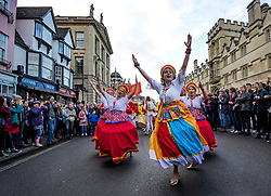 © Licensed to London News Pictures. 01/05/2017. Oxford, UK. Dancer form the group Sol Samba perform in the streets surrounding Oxford University during celebrations for May Day in the early hours of the morning. Students and members of the public were again prevented from jumping from the bridge in tot he water, which has historically been a tradition, due to injuries at a previous years event . Photo credit: Ben Cawthra/LNP