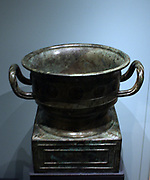 Bronze ritual food vessel, gui with inscription, Western Zhou dynasty, 1050-900 BC
