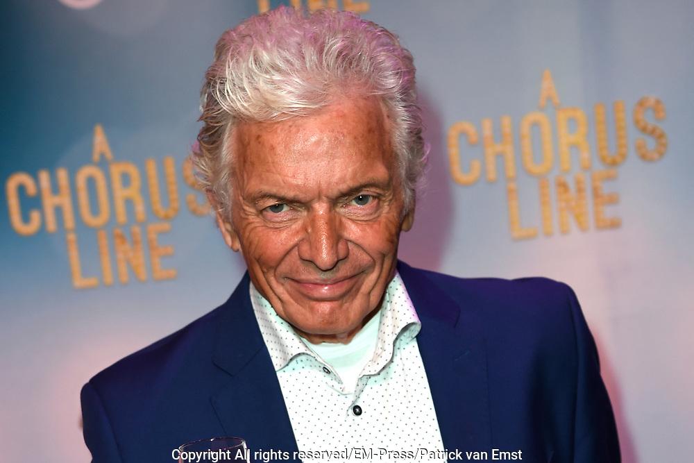 Premiere van A Chorus Line in het Zaantheater te Zaandam.<br /> <br /> Op de foto:  Ben Cramer