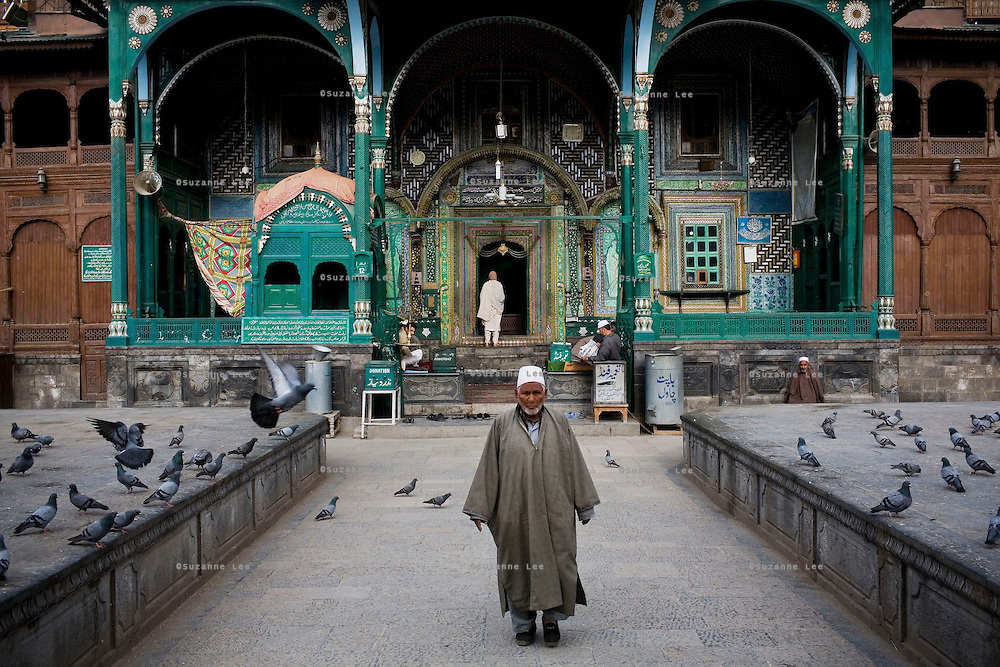 A Kashmiri man leaves after he offered prayers at the Khan Kah shrine in the old city of Srinagar. Travel photographs of Srinagar, Kashmir, Jammu & Kashmir, India on 9th June 2009.  Photo by Suzanne Lee