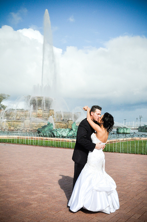 Tara & Randy kiss in front of Buckingham Fountain, Chicago, IL