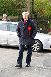 Pictured: Iain Gray checks if it is ok to look left.<br /> <br /> The former Scottish Labour leader Iain Gray joined colleague Sarah Boyack activists and supporters at a street stall at Stockbridge Market. <br /> Ger Harley | EEm 10 April 2016