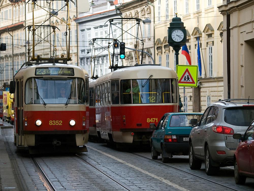 Klassiche Prager Strassenbahnen auf der Strecke vom Kleinseitner Ring (Malostranske Namesti) zum Ujezd.<br /> <br /> Classic Prague trams on a street connecting &quot;Malostranske Namesti&quot; and the station &quot;Ujezd&quot;.