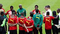 Fotball<br /> Linz Østerrike<br /> Kamerun<br /> 23.05.2010<br /> Foto: Gepa/Digitalsport<br /> NORWAY ONLY<br /> <br /> FIFA Weltmeisterschaft 2010 in Suedafrika, Vorberichte, Vorbereitung Nationalteam Kamerun, Trainingslager. <br /> <br /> Bild zeigt Trainer Paul Le Guen (CMR).