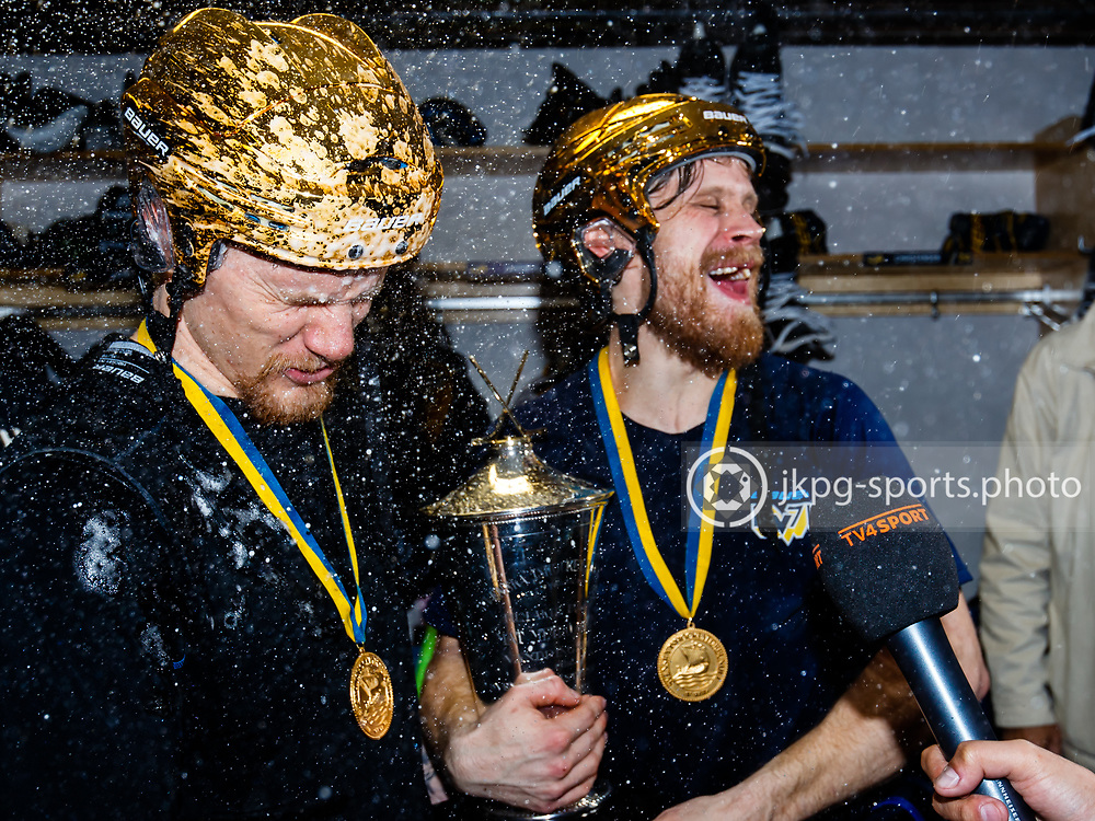 April 29 2017 #hockey #icehockey #Ishockey, #Swedish #championship #final #7, HV71 - Bryn&auml;s<br /> Simon &Ouml;nerud and Mattias Tedenby, HV71, are sprayed with champagne after HV71 won the Swedish Championship in final #7. #SPORTSPHOTO #SPORTSPHOTOGRAPHER <br /> &copy; Daniel Malmberg/Expressen