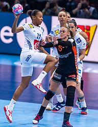 14-12-2018 FRA: Women European Handball Championships France - Netherlands, Paris<br /> Second semi final France - Netherlands / /Orlane Kanor #21 of France, Maura Visser #15 of Netherlands