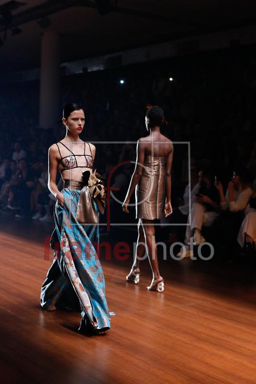 Desfile de Adriana Degreas durante a 41 edição da São Paulo Fashion Week no Parque do Ibirapuera, Pavilhão da Fundação Bienal, em São Paulo. Foto: Gisele Pimenta/Framephoto