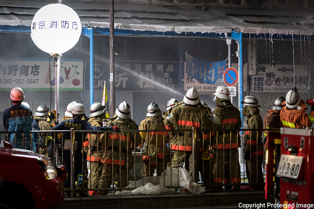 Firefighters operate at the fire site at Tokyo's Tsukiji fish market in Tokyo, Japan August 3, 2017. 03/08/2017-Tokyo, JAPAN