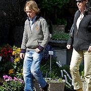 NLD/Laren/20100424 -  Brigitte Klynstra en zoon Carlos Hugo Roderik Simon, zoon van prins Carlos Xavier Bourbon de Parma