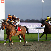 Mawaakef and S De Sousa winning the 3.50 race