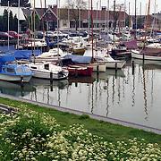NLD/Huizen/19910527 - haven van Huizen gezien vanaf de Bestevaer