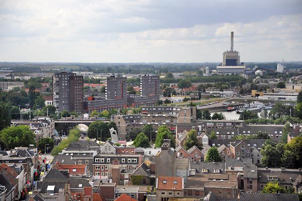 Nederland, Nijmegen, 22-8-2012Panorama van de stad aan de waal vanaf de St. Stevenskerk. Nijmegen West. Op de achtergrond deelektriciteitscentrale van Electrabel, onderdeel van GDF SUEZ Energie Nederland.Foto: Flip Franssen