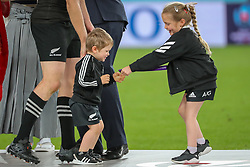 "November 1, 2019, TóQuio, Japão: TÃ""QUIO, TO - 01.11.2019: RUGBY WORLD CUP 2019 ALL BLACKS X WALES - Children of Ben Smith playing with the bronze medal. Match valid for the Rugby World Cup 2019 bronze medal match between All Blacks (New Zealand) and Wales (Wales) held at TOKYO STADIUM in Tokyo, JPN  (Credit Image: © Bruno Ruas/Fotoarena via ZUMA Press)"