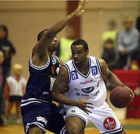 Basketball, BLNO, Kongsberg Penguins - Kristiansand Pirates. Darnell McCulloch, Kongsberg mot Daryl Dingle, Kristiansand.
