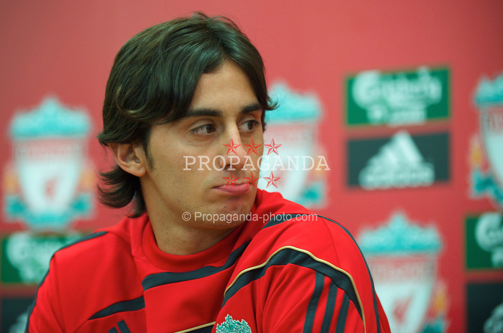 LIVERPOOL, ENGLAND - Thursday, August 13, 2009: Liverpool's new signing Alberto Aquilani, who joins the club from Italian side AS Roma, during a press conference at Melwood Training Ground. (Photo by David Rawcliffe/Propaganda)