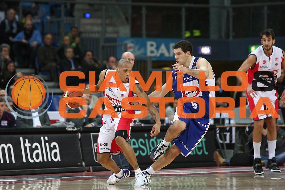 DESCRIZIONE : Pesaro Lega A 2010-11 Scavolini Siviglia Pesaro Bennet Cantu<br /> GIOCATORE : Guillermo Diaz<br /> SQUADRA : Scavolini Siviglia Pesaro<br /> EVENTO : Campionato Lega A 2010-2011<br /> GARA : Scavolini Siviglia Pesaro Bennet Cantu<br /> DATA : 06/01/2011<br /> CATEGORIA : palleggio<br /> SPORT : Pallacanestro<br /> AUTORE : Agenzia Ciamillo-Castoria/C.De Massis<br /> Galleria : Lega Basket A 2010-2011<br /> Fotonotizia : Pesaro Lega A 2010-11 Scavolini Siviglia Pesaro Bennet Cantu<br /> Predefinita :