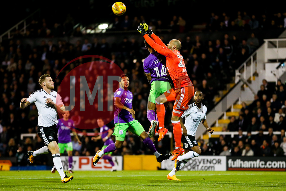 Bobby Reid of Bristol City is challenged by David Button of Fulham - Rogan/JMP - 31/10/2017 - Craven Cottage - London, England - Fulham FC v Bristol City - Sky Bet Championship.