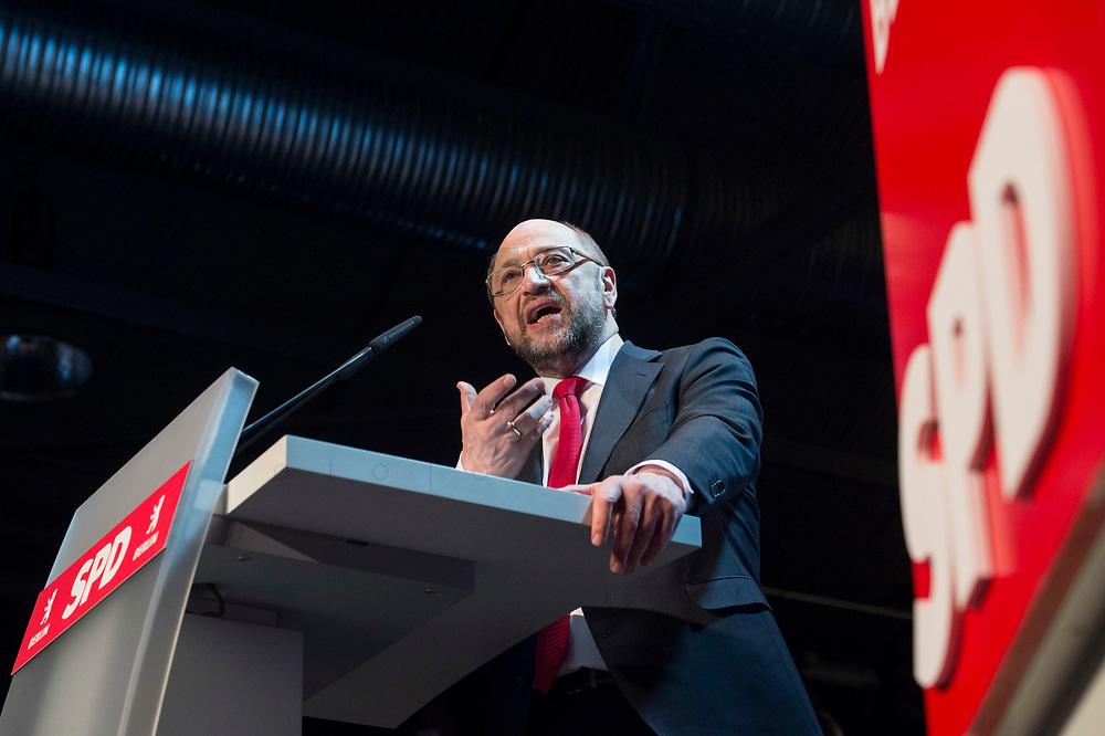 22 MAR 2017, BERLIN/GERMANY:<br /> Martin Schulz, SPD Parteivorsitzender und Spitzenkandidat der SPD zur Bundestagswahl, haelt eine Rede auf dem Neumitgliedertreffen der Berliner SPD, Festsaal Kreuzberg<br /> IMAGE: 20170322-02-097<br /> KEYWORDS: Martin Schulz, speech, Kanzlerkandidat, candidate