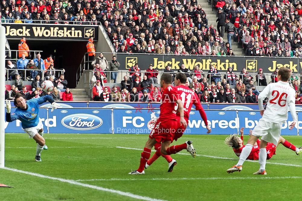 13.02.2010,  Rhein Energie Stadion, Koeln, GER, 1.FBL, FC Koeln vs Mainz 05, 22. Spieltag, im Bild: Heinz Mueller (Torwart Mainz) (li.) fliegt zum Ball von Lukas Podolski (Koeln #10), erreicht ihn aber nicht mehr. 1:0 fuer Koeln  EXPA Pictures © 2011, PhotoCredit: EXPA/ nph/  Mueller       ****** out of GER / SWE / CRO  / BEL ******