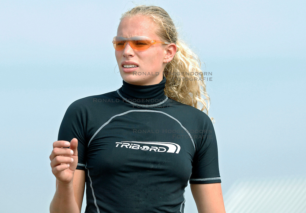 18-062005 BEACHVOLLEYBAL: NESSELANDE TOERNOOI: ROTTERDAM<br /> De zeer zonnige derde ronde van de Eredivisie Beach Volleyball op het strand aan de Zevenhuizerplas te Rotterdam-Nesselande leverde geen verrassingen op / <br /> Sanne Keizer<br /> ©2005-WWW.FOTOHOOGENDOORN.NL