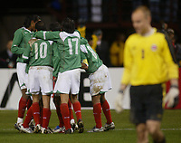 SAN FRANCISCO, CAL   25-01-2006<br /> <br /> Mexico players celebrate during friendly match between Mexico and Norway at Monster Park stadium in San Francisco, California, on January, 25, 2006<br /> <br /> <br /> <br /> FOTO ©ALEJANDRO MELENDEZ  Clasos/Graffiti