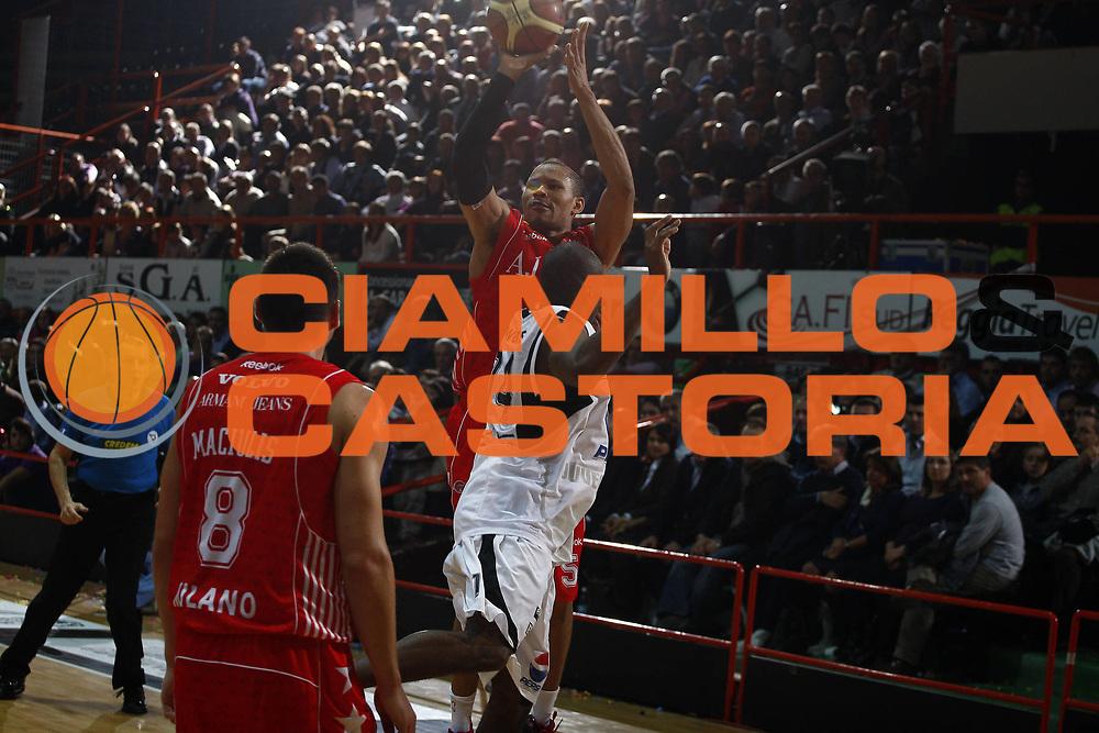 DESCRIZIONE : Caserta Lega A 2009-10 Pepsi Caserta Armani Jeans Milano<br /> GIOCATORE : Alex Acker<br /> SQUADRA : Armani Jeans Milano<br /> EVENTO : Campionato Lega A 2009-2010 <br /> GARA : Pepsi Caserta Armani Jeans Milano<br /> DATA : 25/10/2009<br /> CATEGORIA : tiro<br /> SPORT : Pallacanestro <br /> AUTORE : Agenzia Ciamillo-Castoria/E.Castoria