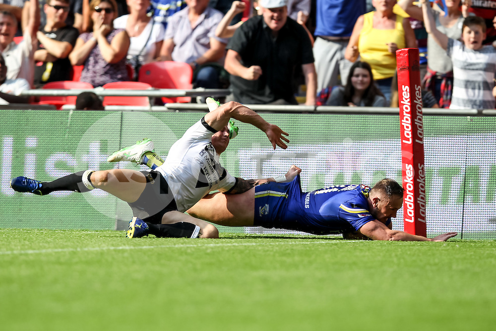 BEN CURRIE of Warrington Wolves scores a try to make it 10-0 during the Ladbrokes Challenge Cup Final match between Hull FC and Warrington Wolves at Wembley Stadium, London, England on 27 August 2016. Photo by Ken Sparks.
