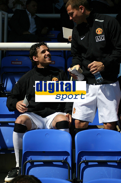 Photo: Paul Thomas.<br /> Peterborough United v Manchester United. Pre Season Friendly. 04/08/2007.<br /> <br /> New signing Owen Hargreaves (L) of Utd starts from the bench.