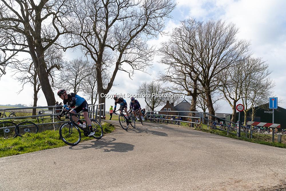 07-03-2020: Wielrennen: Ronde van Groningen: Usquert<br />Peloton onderweg net buiten Usquert