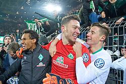 05.02.2019, Signal Iduna Park, Dortmund, GER, DFB Pokal, Borussia Dortmund vs SV Werder Bremen, Achtelfinale, im Bild Jiri Pavlenka (SV Werder Bremen #1) wird umlagert von seinen Mitspielern, hier Theodor Gebre Selassie (SV Werder Bremen #23), links, und Marco Friedl (SV Werder Bremen #32), rechts, nach seinen zwei Paraden im Elfmeterschießen // during the German Pokal round of 16 match between Borussia Dortmund and SV Werder Bremen at the Signal Iduna Park in Dortmund, Germany on 2019/02/05. EXPA Pictures © 2019, PhotoCredit: EXPA/ Andreas Gumz<br /> <br /> *****ATTENTION - OUT of GER*****